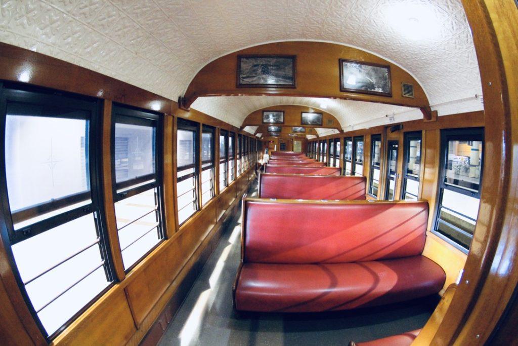 キュランダ高原列車の車内