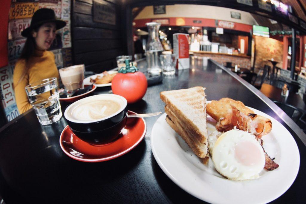 クイーンズタウンのレッドロックバーアンドカフェ