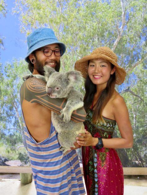 コアラガーデンズのコアラ抱っこ
