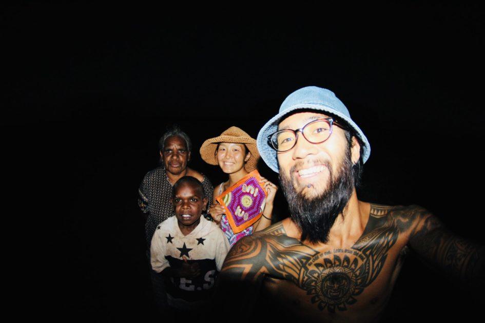 ウルルで出会ったアボリジニの家族