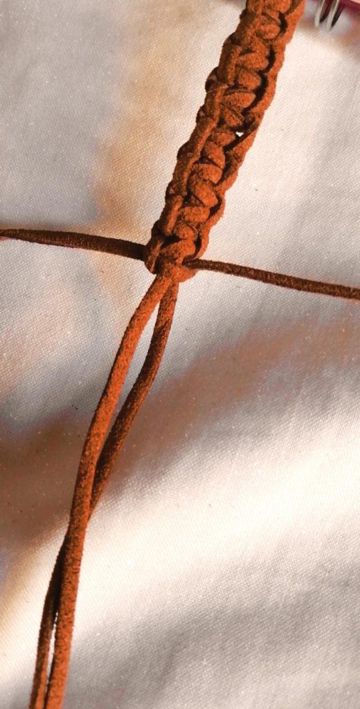 アクセサリーの紐の結び方