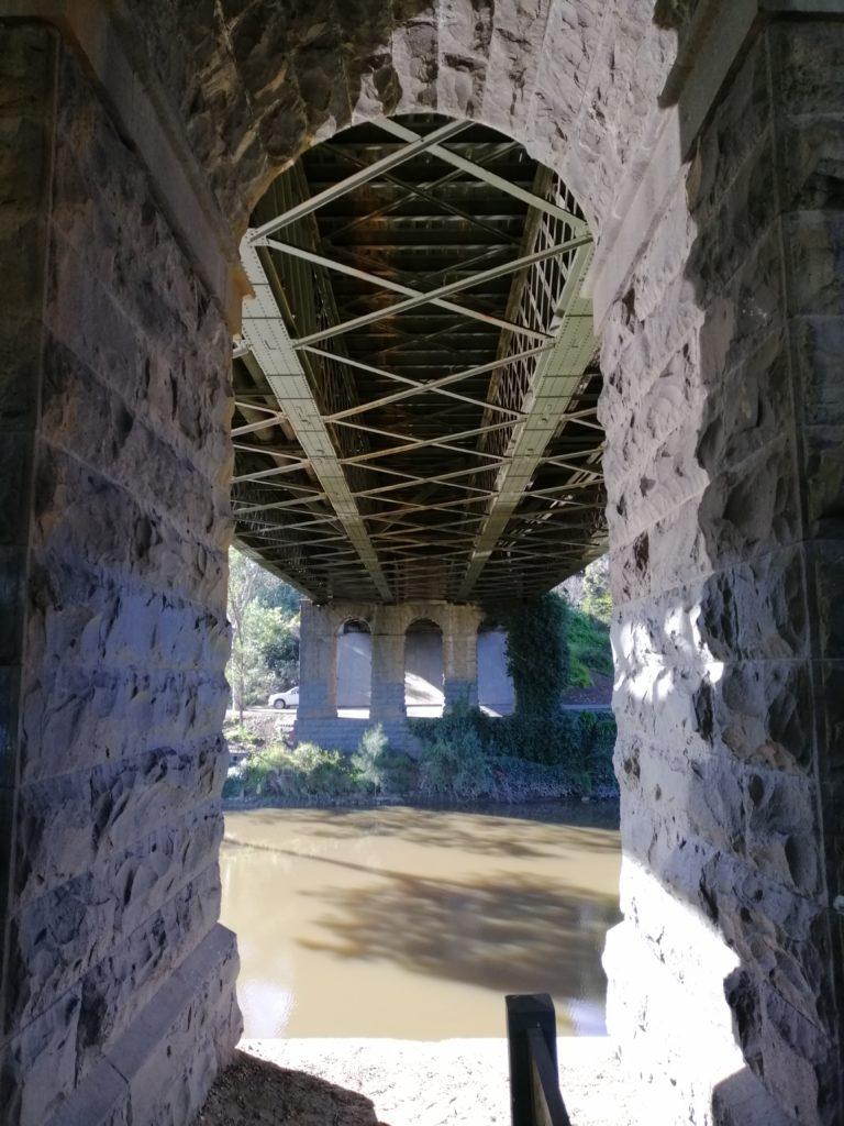 リッチモンドの橋の下